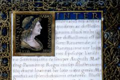 Codex page with King Matthias Hunyadi's bust and coat-of-arms Parchment, tempera and gold; sheet size: 21x15 cm  Volterra, Biblioteca Guarnacci, Cod. Lat. 5518. IV. 49. 3. 7, fol. 5r  Marlianus Mediolanensis, Ioannes Franciscus: Epithalamium in nuptiis Blancae Mariae Sfortiae et Iohannis Corvini